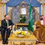 Der saudische Kronprinz Mohammed bin Salman (rechts) und US-Aussenminister Mike Pompeo (links) haben am Mittwoch ihre Strategie nach den Angriffen auf Erdölanlagen in Saudi-Arabien abgestimmt.
