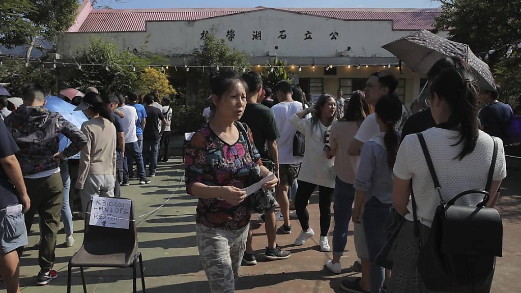 Demokratie-Lager legt bei Wahlen in Hongkong kräftig zu