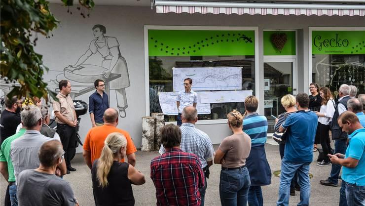 Silvio Moser, Projektleiter Wasserbau im Departement Bau, Verkehr und Umwelt, informiert über die Realisierung der Hochwasserschutzmassnahmen. Toni Widmer