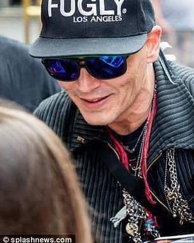 Ist Johnny Depp krank? (© Instagram/depp.diary)