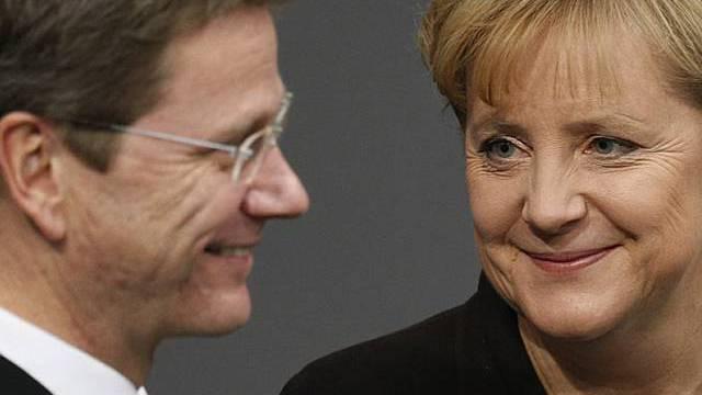 Harte Verhandlungen erwartet: Westerwelle (l.) und Merkel
