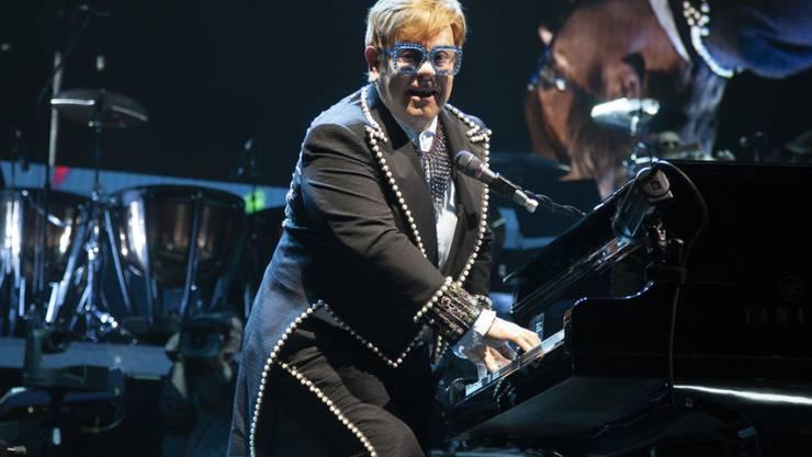 Konzertabsage im letzten Moment: Der britische Musiker Elton John konnte in Florida wegen einer Ohrenentzündung nicht auftreten. (Archivbild)