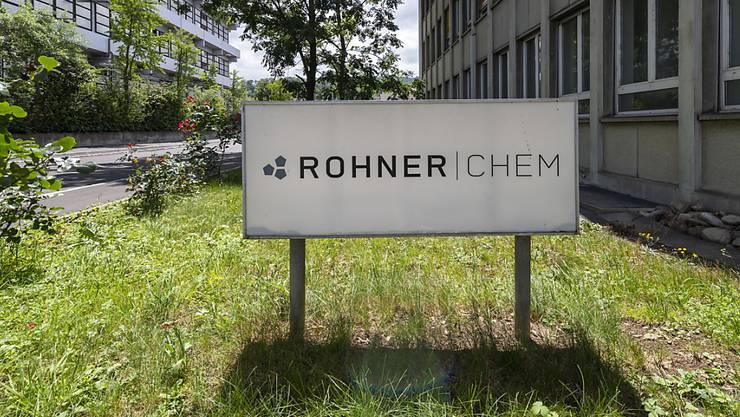 Wegen der Havarie bei der inzwischen stillgelegten Chemiefirma Rohner muss in Pratteln weiterhin verunreinigtes Grundwasser abgepumpt werden. (KEYSTONE/Georgios Kefalas)