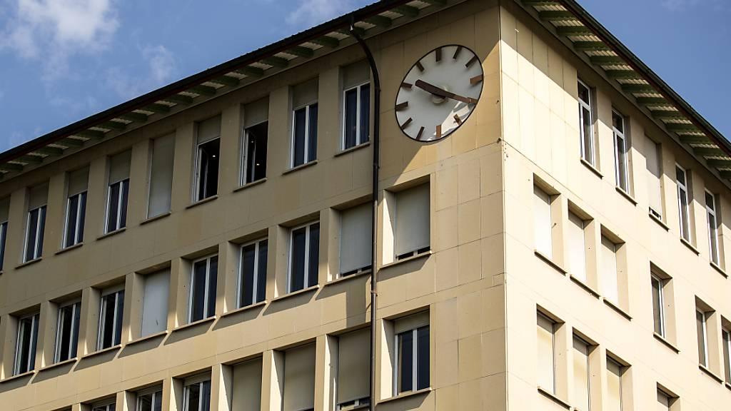 Im Stadthaus von Zug ist 2020 weniger Geld ausgegeben worden als budgetiert. (Archivaufnahme)