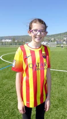 Lia Benavent spielt in der Pause immer mit ihrer Kollegin und den Jungs Fussball: «Sie zeigen uns coole Tricks!» Einen Mädchen-Fussballverein, in dem sie gerne mitspielen würde, hat sie bis jetzt aber noch nicht gefunden.