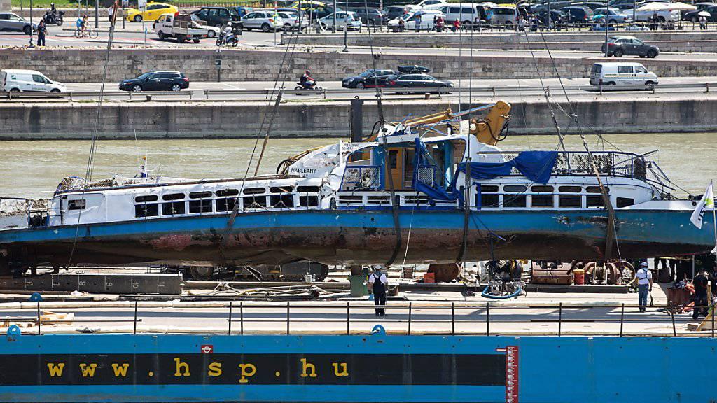 Gesunkenes Schiff aus Donau geborgen