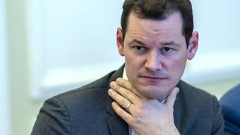 Die Schlinge um den Genfer Staatsrat Pierre Maudet wegen möglichen Vorteilnahmen im Amt zieht sich weiter zu. (Archivbild)