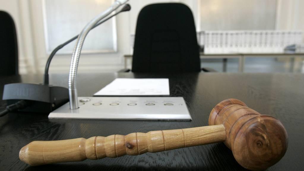 Gericht Hammer Prozess Symbolbild