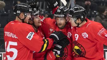 Ungewohnte Trikots, gewohnte Pose: Die Berner jubeln in der Champions Hockey League