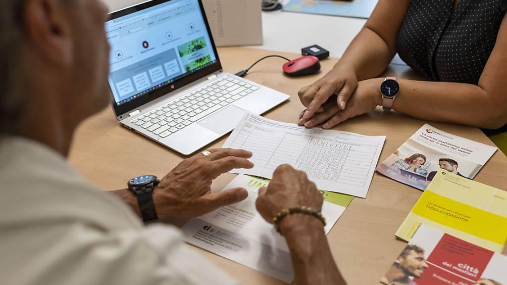 Weniger Arbeitslose, aber mehr Kurzarbeit in der Ostschweiz