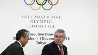 IOC-Präsident Thomas Bach (rechts) kann einen Verbleib des Boxens im Olympia-Programm 2020 in Tokio nicht garantieren