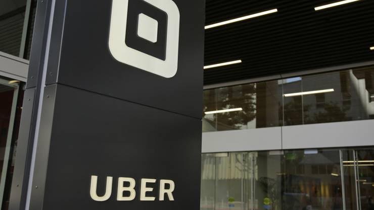 Die Expansion von Uber kann weitergehen - der japanische Konzern Softbank steigt bei dem Fahrtenanbieter ein. (Archivbild)