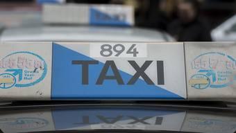 Die Jugendlichen, die am Donnerstag einen Taxichauffeur ausgeraubt haben, konnte von der Polizei festgenommen werden. (Symbolbild)