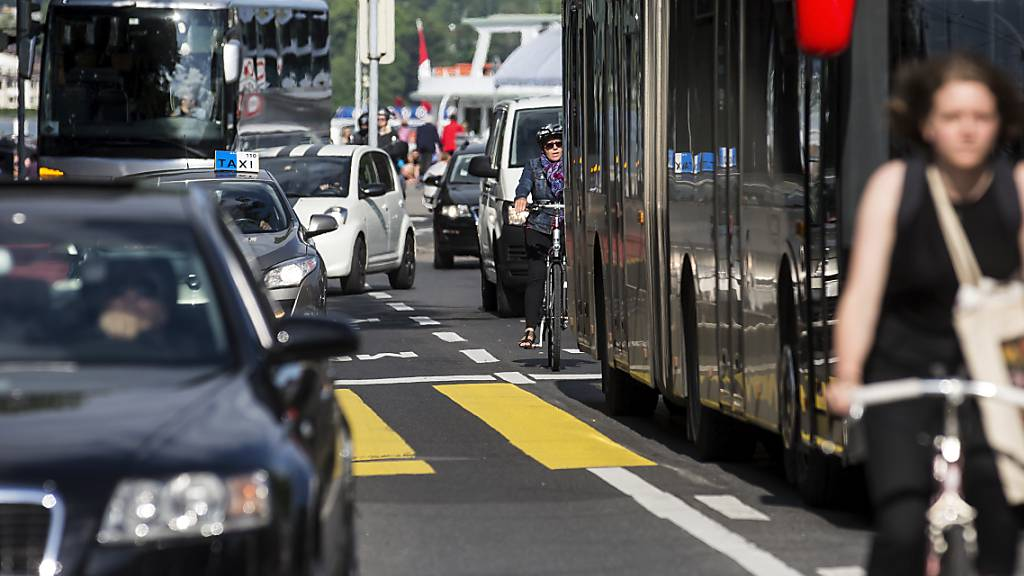 Mehr Velos, weniger Autos ist ein Rezept des Luzerner Stadtrats gegen den Klimawandel. (Archivaufnahme)