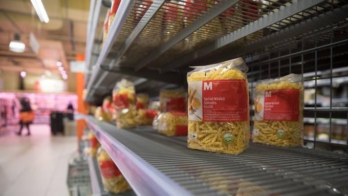 Hamsterkäufe führten zu leeren Regalen während des Lockdowns.