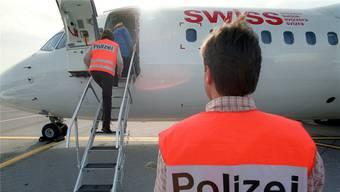 Nach der Kontroverse um eine Statistik über die Ausschaffung krimineller Ausländer rief der Bund eine Arbeitsgruppe ins Leben. (Symbolbild)