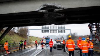 A1-Brücke nach Bagger-Crash