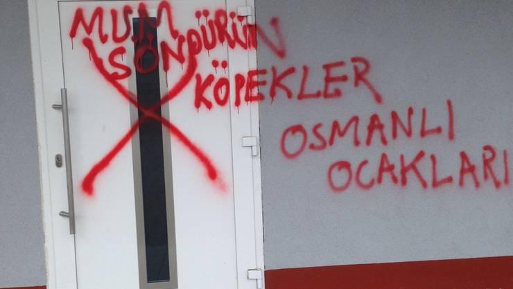 Unbekannte haben das alevitische Vereinslokal in Müllheim verschmiert.