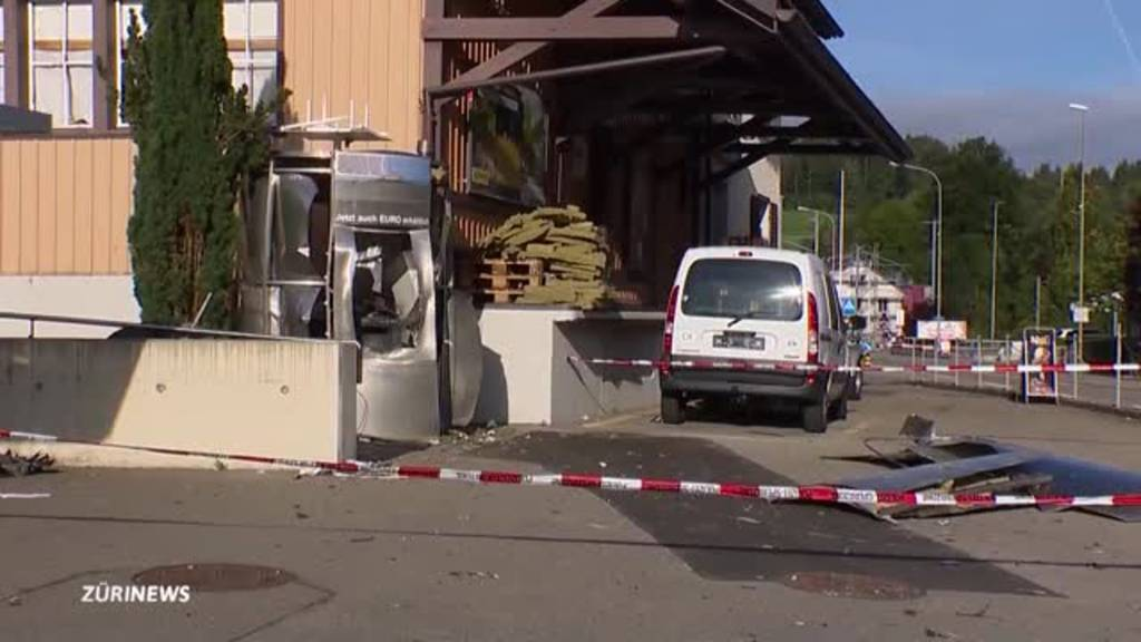 Täter erbeuten 100'000 Franken bei Bankomatsprengung