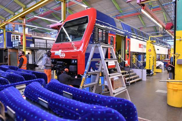 Die SBB investieren im Werk Olten (früheres Industriewerk) 37 Millionen Franken, um hier auf drei 150 Meter langen Gleisen in einer Halle komplette Trieb-Gleiderzüge revidieren zu können.