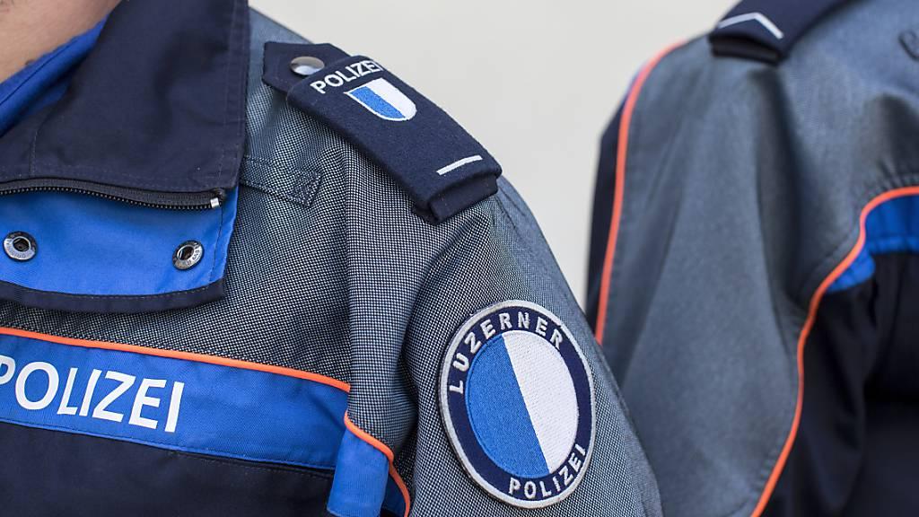 Auch Ausländer mit C-Bewilligung sollen beim Luzerner Polizeikorps aufgenommen werden. Dies fordern Grüne und SP. (Archivbild)