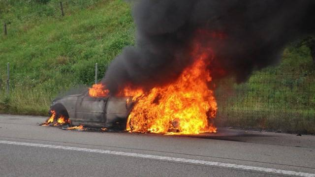 A1: Auto brennt komplett aus