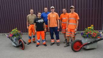 Drei junge Fachmänner für Betriebsunterhalt mit ihren Werkhofchefs.ach