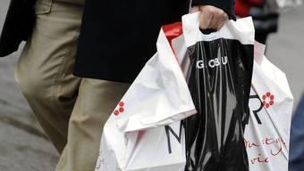 Der Privatkonsum dürfte die Konjunktur 2012 stützen (Archiv)