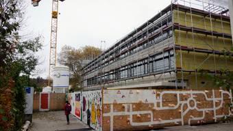 Das neue Schulhaus M, Teil der Schulraumerweiterung in Langendorf, nimmt Form an.