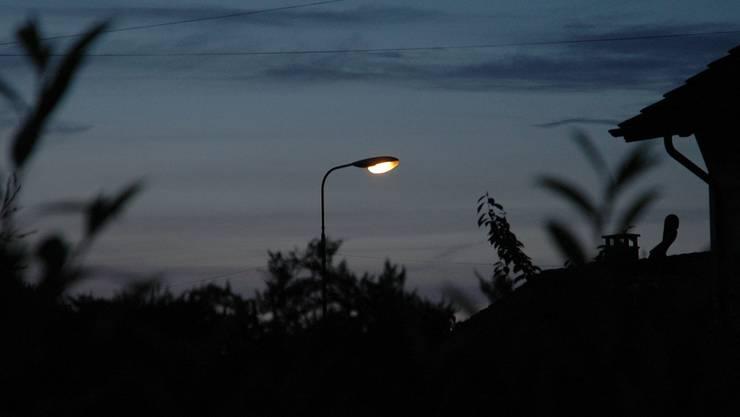 Sollen die Strassenlampen weiterhin brennen in der Nacht oder nicht?