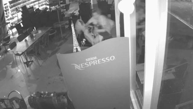 Kurzer Prozess: Kiosk-Betreiber überwältigen Einbrecher