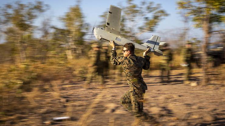 HANDOUT - Australien will Buschbrände künftig mit mithilfe von Drohnen, Satellitentechnologie und künstlicher Intelligenz in Rekordzeit unter Kontrolle bringen. Unter anderem sollen künstliche Intelligenz und maschinelles Lernen eingesetzt werden, um Brände zu lokalisieren. Foto: U.S. Marines/ZUMA Wire/dpa - ACHTUNG: Nur zur redaktionellen Verwendung und nur mit vollständiger Nennung des vorstehenden Credits