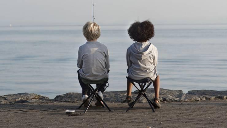 Sollen Kinder in Zukunft weiterhin alleine Angeln gehen? Der Fischerei-Verband findet ja, wenn die Kinder einen Kurs besucht haben. (Symbolbild)