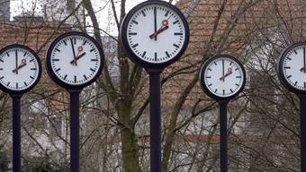 Eine Stunde länger schlafen: Um 3 Uhr werden die Uhren in der Schweiz auf 2 Uhr zurückgestellt (Symbolbild)