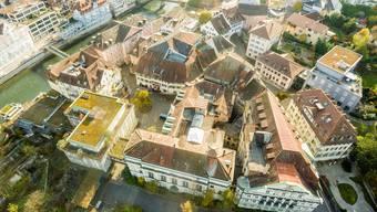 Erwacht bald aus dem Dornröschenschlaf: das Badener Bäderquartier, hier noch mit dem «Staadhof» von 1969 (l.). (Archiv)
