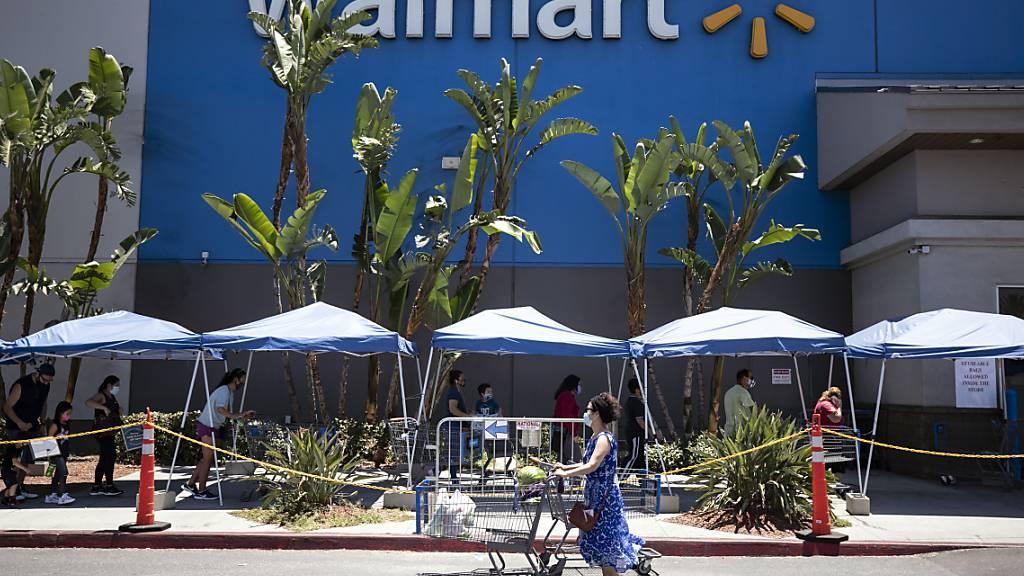 Bei Walmart klingeln die Kassen: Im zweiten Quartal hat der amerikanische Detailhandelsriese 14 Prozent mehr Gewinn eingefahren. (Archivbild)