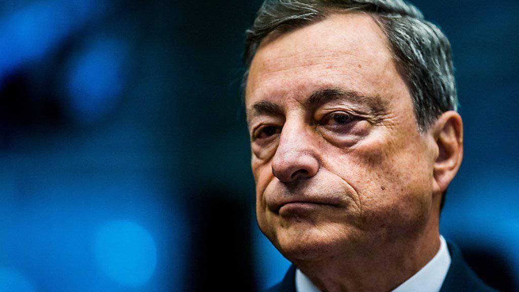 EZB-Präsident Mario Draghi sieht keinen Grund zur Wende bei der aktuellen Geldpolitik (Archivbild)