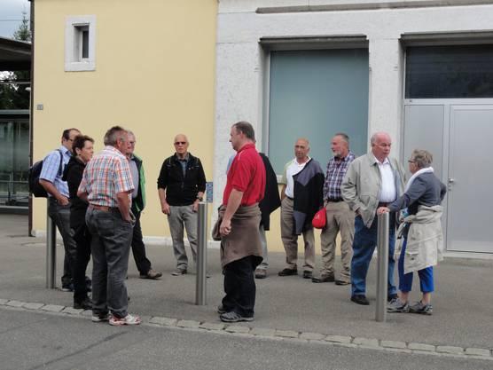 Die Ehrenmitglieder des RTVSU warten auf den Start des alljährlichen Treffens