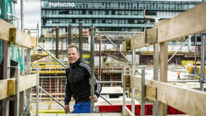 Leo Bigger, Leiter der Freikirche ICF, auf der Baustelle des Eventparks in Stettbach. Foto: Chris Iseli