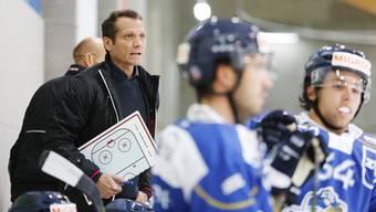 Assistenztrainer Marcel Jenni lanciert seine Karriere neben dem Eis bei der EVZ Academy.