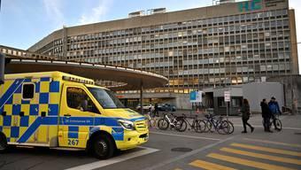 Kein Kommentar: Das Genfer Unispital (HUG) beantwortet keine Fragen. Bild: Mustafa Yalcin /Getty (Genf, 6. März 2020)