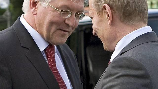 Steinmeier (l) trifft Putin in Moskau