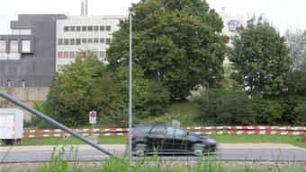Geht es nach den Plänen der Aargauer Regierung, werden neben dem Polizeikommando in Aarau bald wieder Bauabschrankungen aufgestellt.