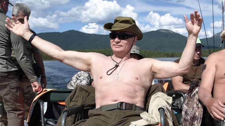 Verehrt, mindestens in Russland: Präsident Wladimir Putin, hier beim Fischen.