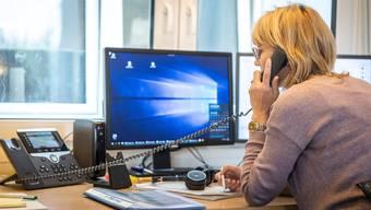 Ab morgen kann sich die Baselbieter Bevölkerung wieder an die Notfall Hotline wenden bei Fragen rund um die Pandemie. (Symbolbild)