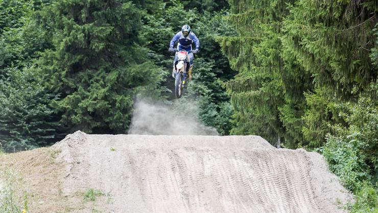 Justin Murisier auf einer privaten Motocross-Strecke im Wallis.