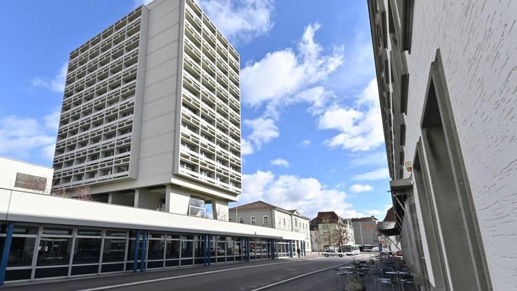 Stadthaus (mit) Hübelischulhaus Olten - fotografiert aus Haus der Museen