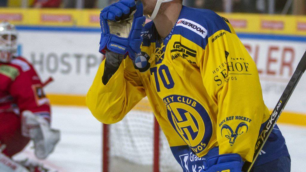 Enzo Corvi trägt auch nach der laufenden Saison das Dress des HC Davos