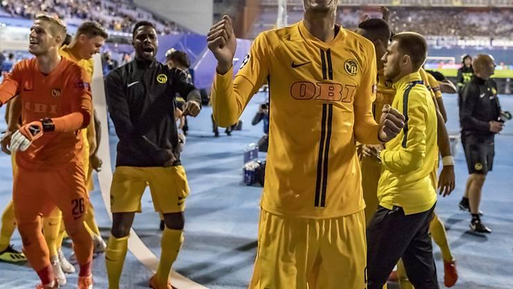 Freude pur: Doppeltorschütze Guillaume Hoarau und die Young Boys feiern den Champions-League-Einzug