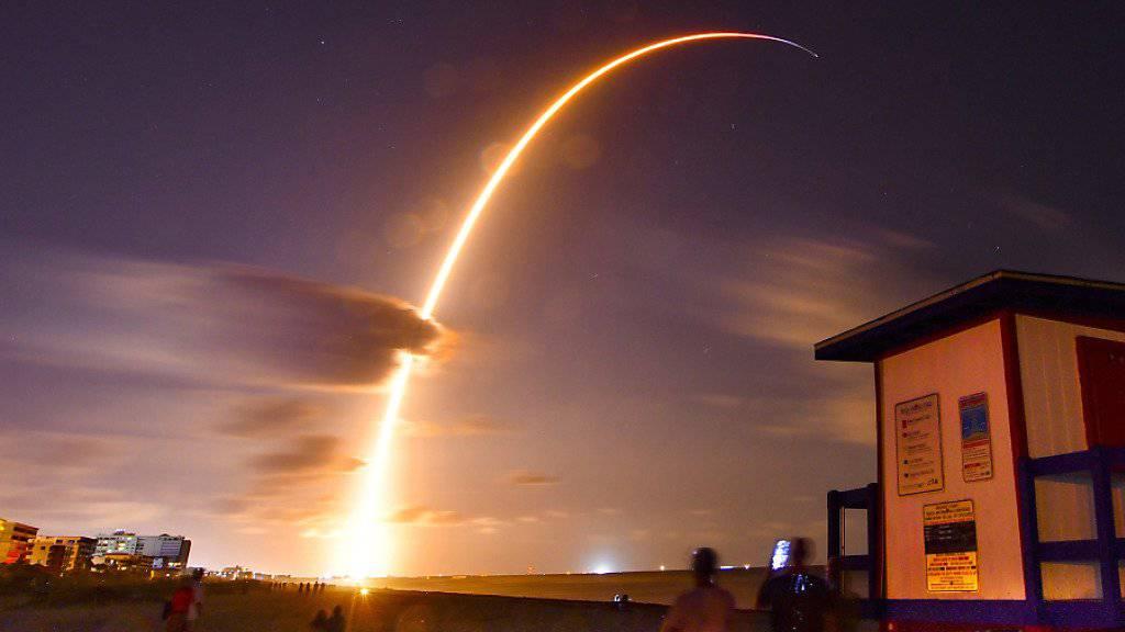 Die Falcon 9 SpaceX Rakete bringt die ersten 60 Internet-Satelliten ins All.